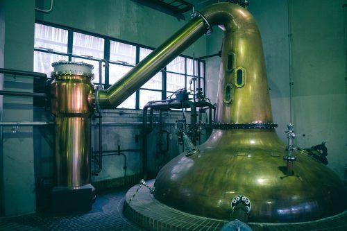 Alambics de la Distillerie de whisky Yamazaki, Osaka, région du Kansai, Japon