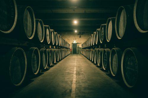 Futs de whisky dans la Distillerie Yamazaki, Osaka, région du Kansai, Japon