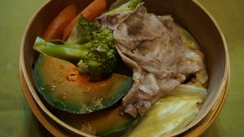 Petit plat concocté par Mme Ohira à partir de produits locaux, Izumi, Kagoshima, Kyushu, Japon