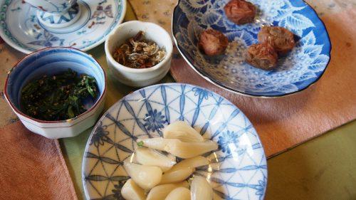 Petit-déjeuner préparé maison à la ferme de M et Mme Ohira, Izumi, Kagoshima, Kyushu, Japon
