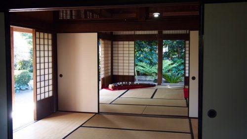 Cérémonie du thé dans une ancienne maison de samouraï à Izumi, Kagoshima, Kyushu, Japon