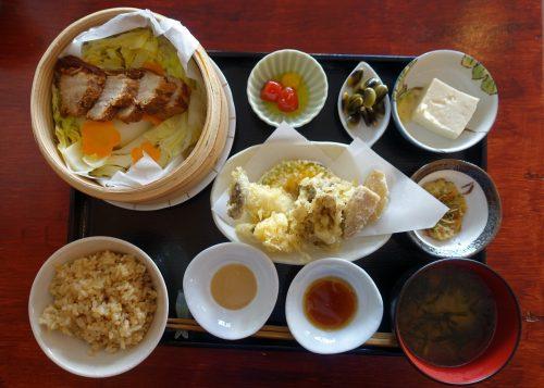 Cuisine locale servie au CAFE LUNCH à Nagatoro, près de Chichibu dans la préfecture de Saitama, Japon
