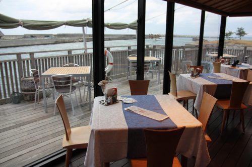 Restaurant avec vue sur la mer au complexe hôtelier Kasasa Ebisu à Minamisatsuma, préfecture de Kagoshima, Japon