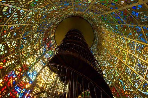 L'intérieur de la Symphonic structure de Gabriel Loire à l'Hakone Open Air Museum à Hakone, Kanagawa, Japon