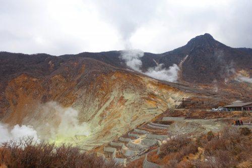 Vue sur le cratère du volcan en activité à Owakudani à Hakone, Kanagawa, Japon