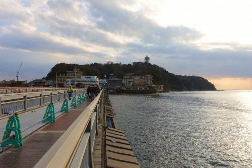 Arrivée par le pont Benten-bashi sur l'île d'Enoshima, Fujisawa, préfecture de Kanagawa