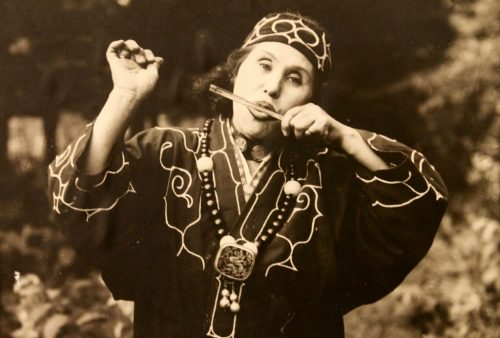 Photographie d'une femme aïnoue exposée au Kawamura Kaneto Ainu Memorial Museum d'Asahikawa, Hokkaido, Japon