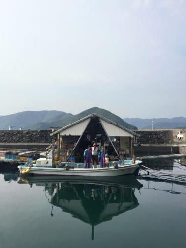 La famille Goto dans son bateau sur le port de Yakatajima