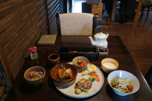 Le menu du midi du Café Kotodama : plats variés, japonais et occidentaux