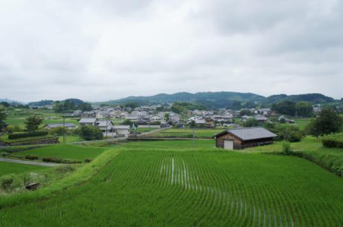 Vue du village d'Asuka, Nara : rizières et maisons traditionnelles.