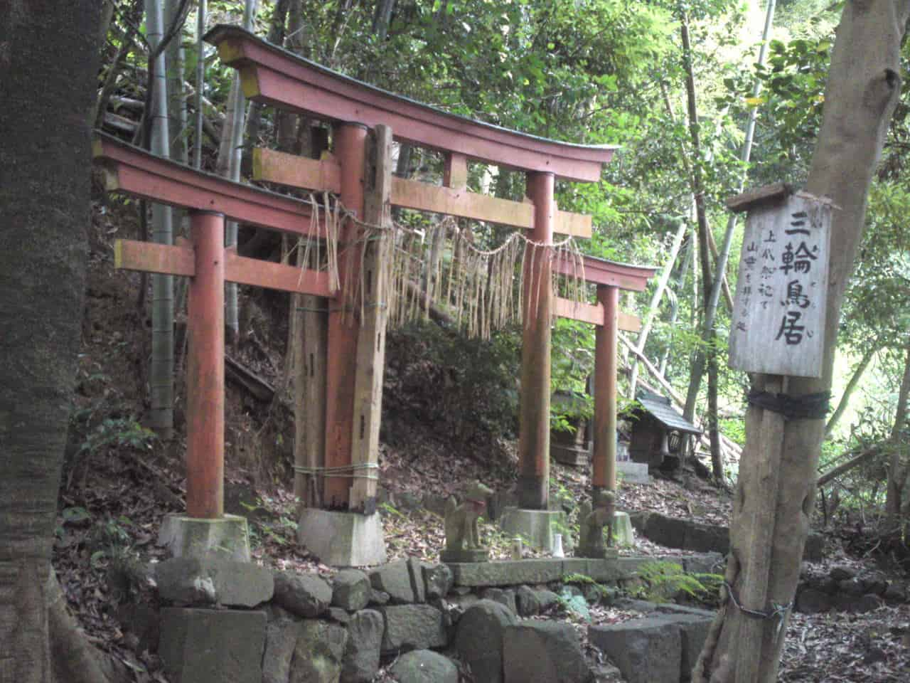 There is a very unusual triple torii gate on the way to Atago Shrine