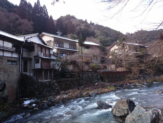Hiking trail and river in Arashiyama to the temple