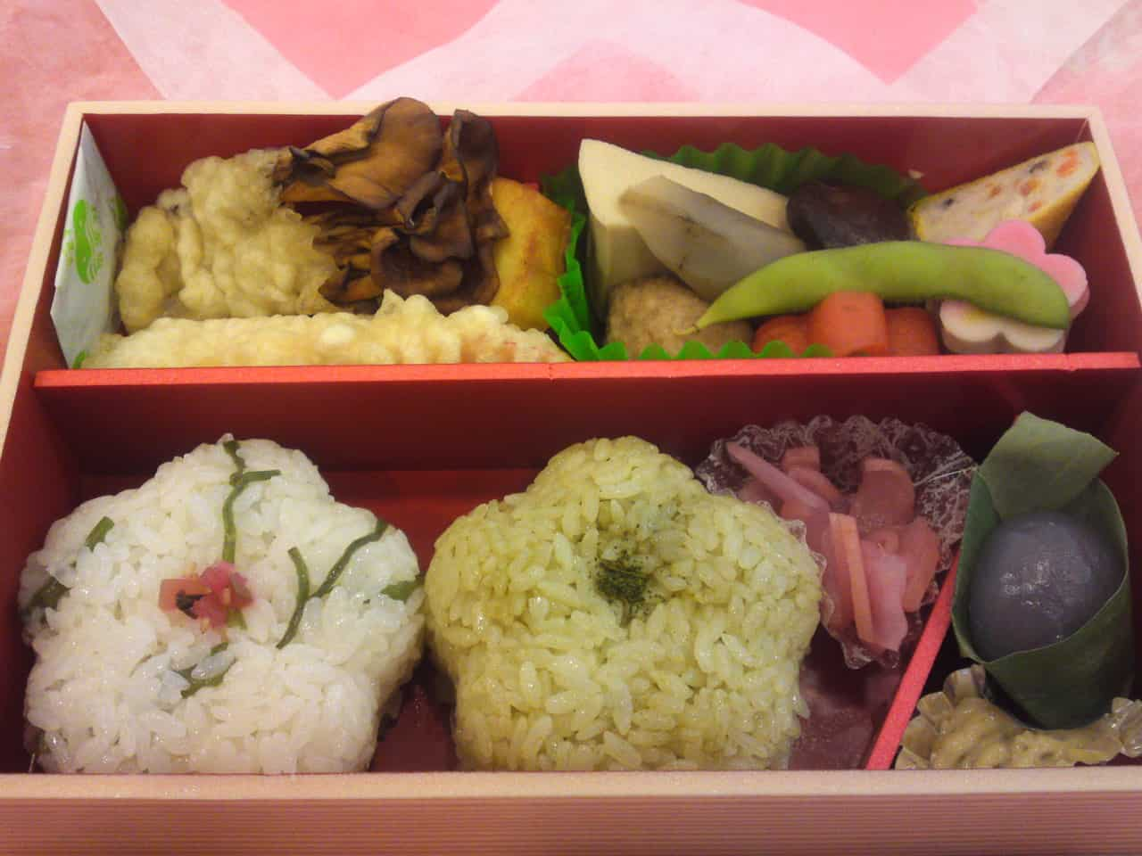 Ekiben is the abbreviation of Eki (station) and Bento (packed lunch), kakegawa
