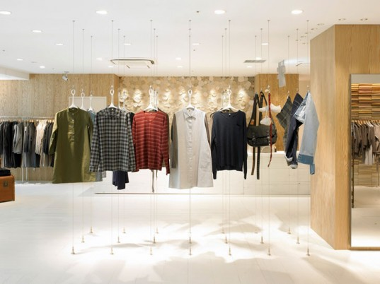 You're able to buy pretty and elegant clothes at this shop as you can see in the photo
