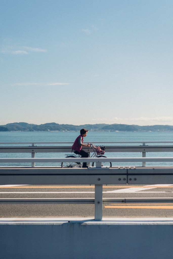 Day-trip: cyclist in Enoshima near the seaside