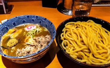 ramen,ticket,vending,udon,tsukemono,side,pickle,noodles,machine,Japanese,fried,food,citrus,Chinese,chili,chicken,broth