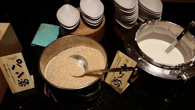 Sticky buttercream and batter for the kushikatsu Osaka food