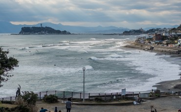 Beach view in Kamakura: Inamuragasaki
