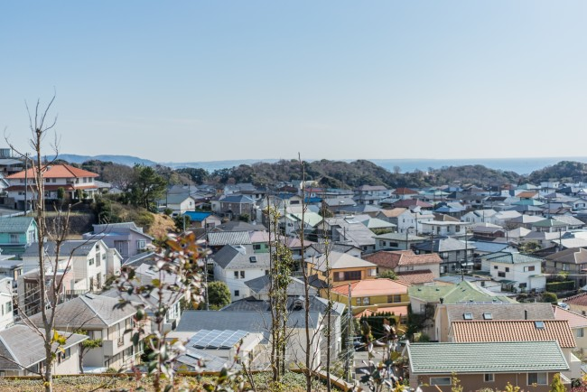 Hiking trail in Kamakura: Kamakura-yama to Gokurakuji , view of the town