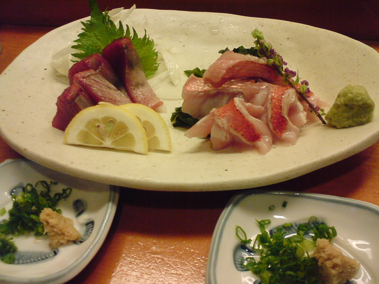 """Katsuo/Bonito & ""Kinmedai/Splendid Alfonsino"" sashimi assortment!"