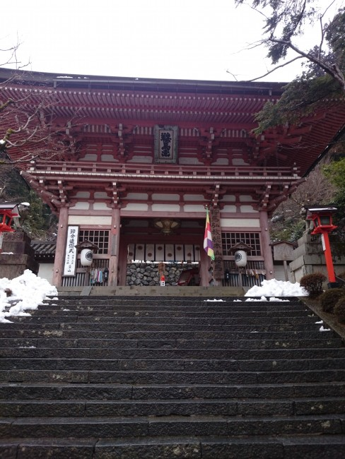 Large entrance of Kurama Temple