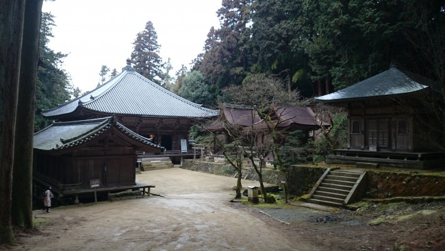 Three temple halls, Maniden temple along Himeji Shoshasan hiking trail