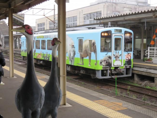 crane statue in Izumi station, Kagoshima, the largest crane migration area in Japan