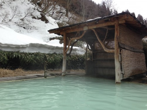 Tsurunoyu Onsen and its outdoor hot springs (onsen) in winter