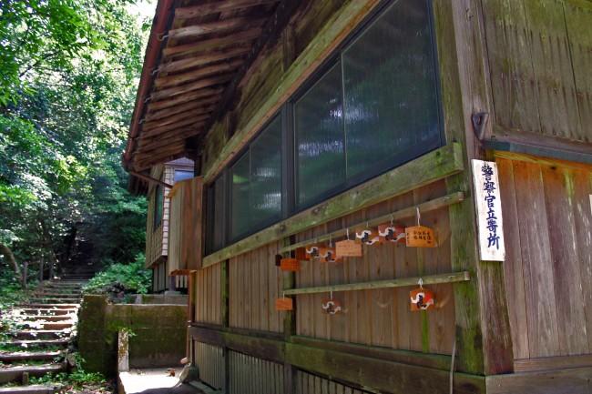 Side of Hananonamida shrine on Kinpo Mountain.