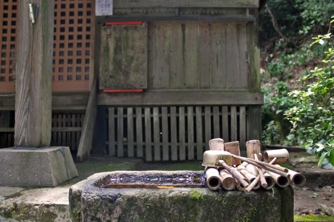 Cleansing water at Hananonamida shrine at Kinpo Mountain.