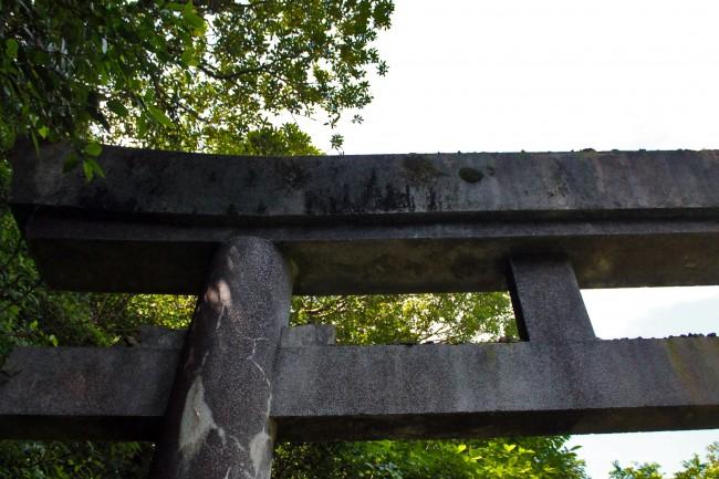 Kinpo_torii and stones