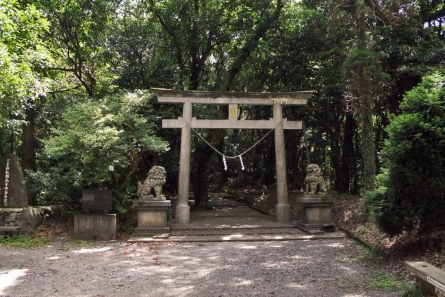 Torii gate to Hananonamida shrine at Kinpo Mountain