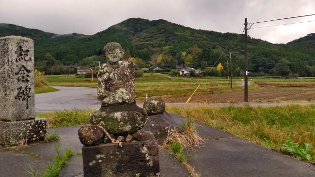 Tano Kansa - Tano Kansa statue looking over the rice fields.