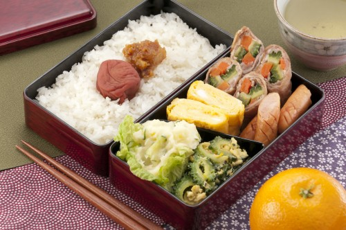 bento a look inside the japanese lunchbox voyapon. Black Bedroom Furniture Sets. Home Design Ideas