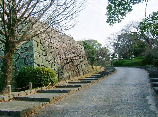 A Maizuru Park pleasance trailing Fukuoka Castle walls