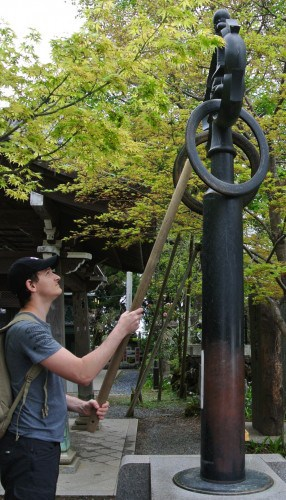 We ring the bell in Mt. Takao!