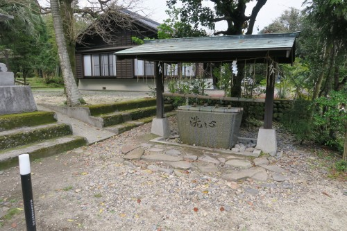 place to wash hands at a shrine