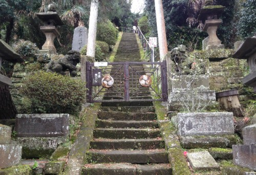 A temple stairwell near Kencho-ji Temple by Kamegayatsuzaka Pass, Kamakura