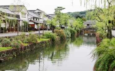 Canal flows through Kurashiki in Okayama, also including Achi Shinre