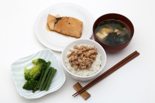 Some natto atop rice and below spring onions, simple Japanese natto recipe