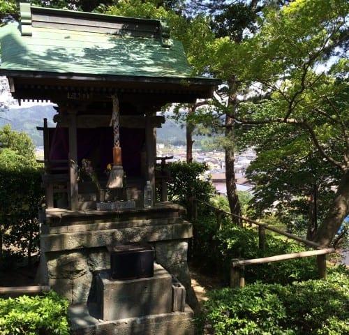 A small shrine in the Maruoka castle park