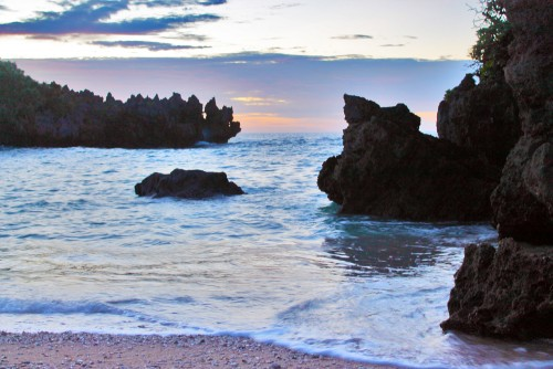 Exploration of Okinawa can not be done without going to Kouri Island, well-known place for its unusual phenomena - cliffs that resemble a heart.