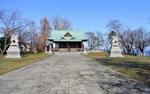 One shrine worth looking for is the Suitengu Shrine which is located up on a hill between JR Otaru and JR Minami-Otaru Stations.