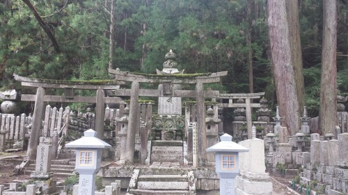 We've found small size of shrine an tomb on the way back from koya mountain
