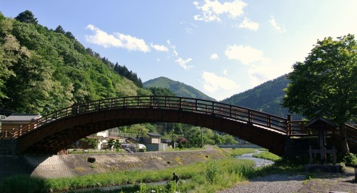 Narai also has a drum bridge called Kisho Ohashi that spans the Narai River