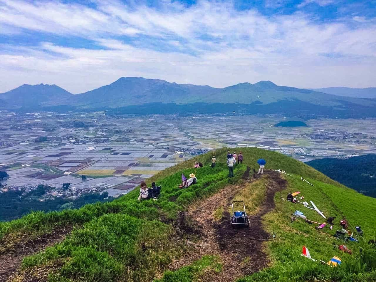 Sightseeing in the Recovering Aso Mountain Range