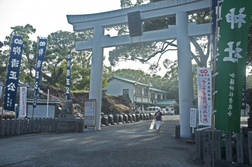 Although the surrounding area suffered some damages, Kato Shrine remains intact and operating.