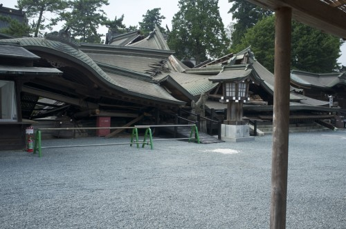Aso shrine, still quite crippled by the influence of the earthquake.