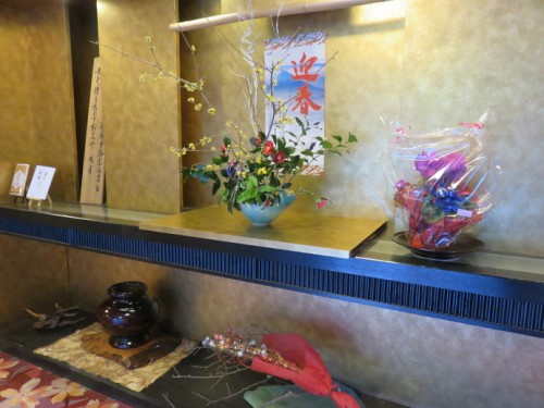 Ikebana flower decoration in Furuyu onsen ryokan