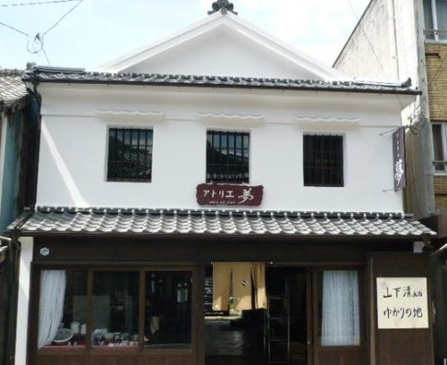 Atelier Yume shop where you can try Arita ceramics painting